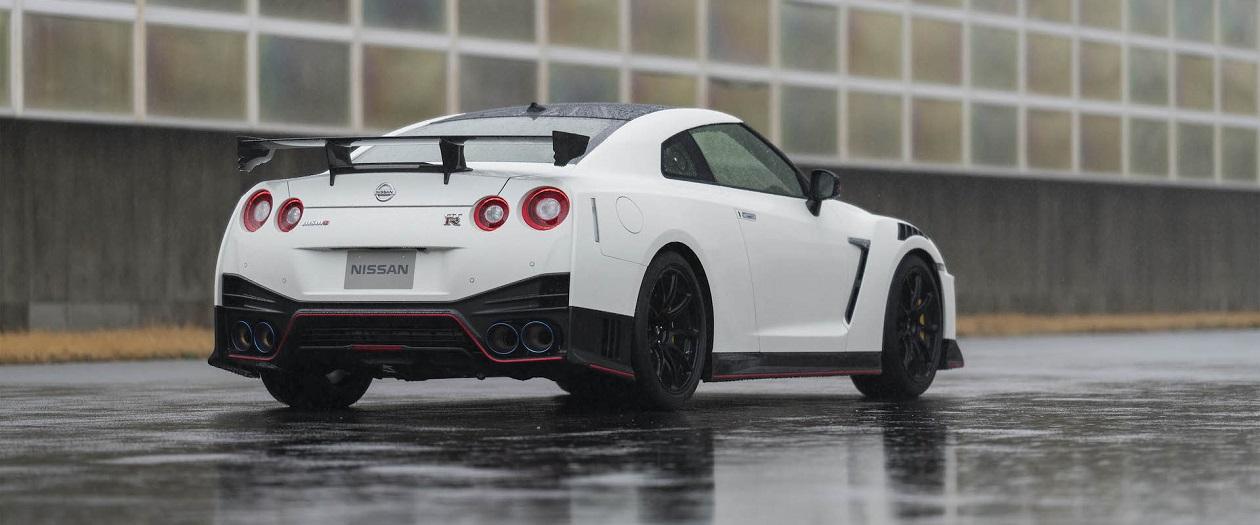 Nissan GT-R NISMO Sheds Pounds, Gains Carbon Fiber