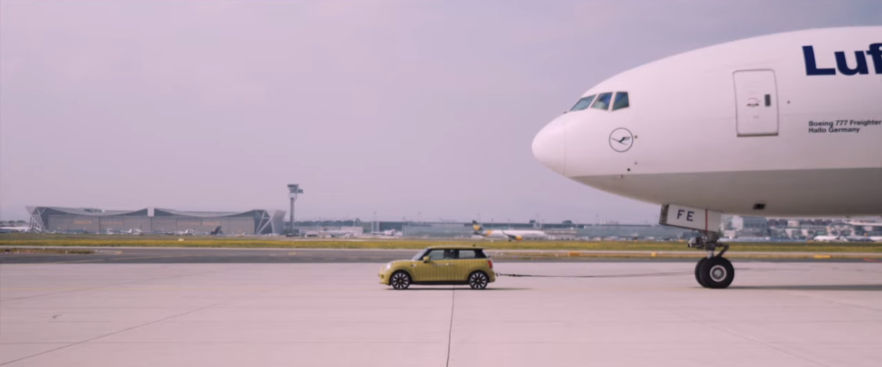 Mini Shows Off the Power of the Cooper S E By Pulling a Cargo Plane