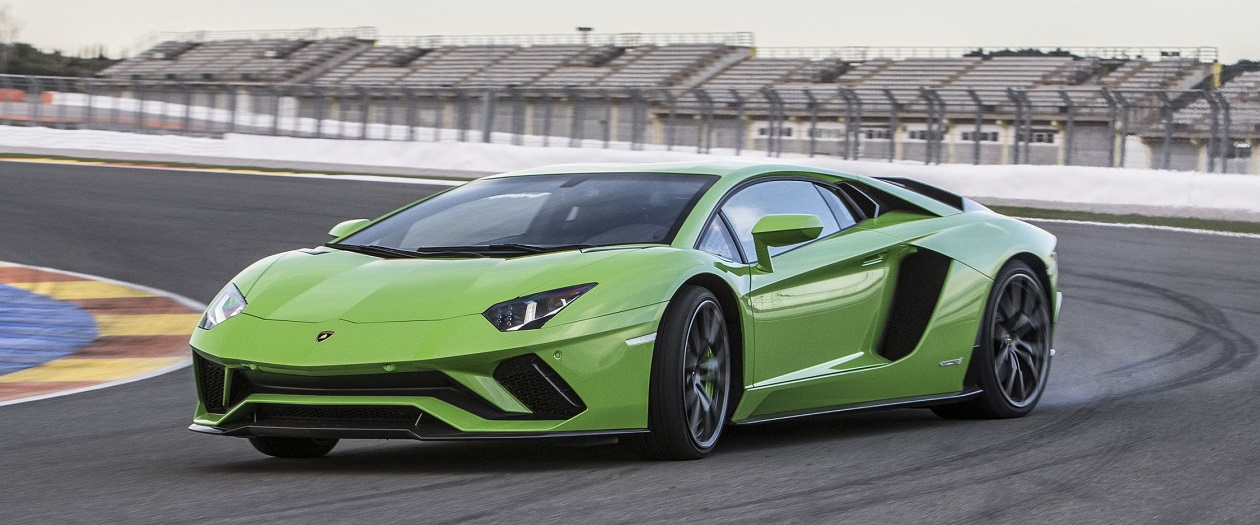 Lamborghini Recalls 1,7000 Aventadors for Engine Issue