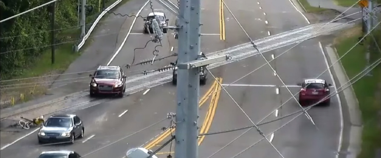 Video of Over 50 Bicyclists Falling Over Poor Railroad Crossing