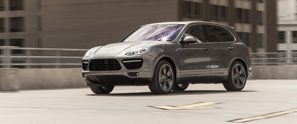 2007 SUV Battle Displays the Power of the Porsche Cayenne Turbo