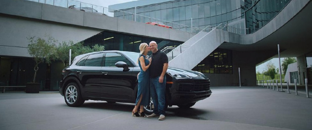 Couple to Get Married at 70 MPH in a Porsche Cayenne